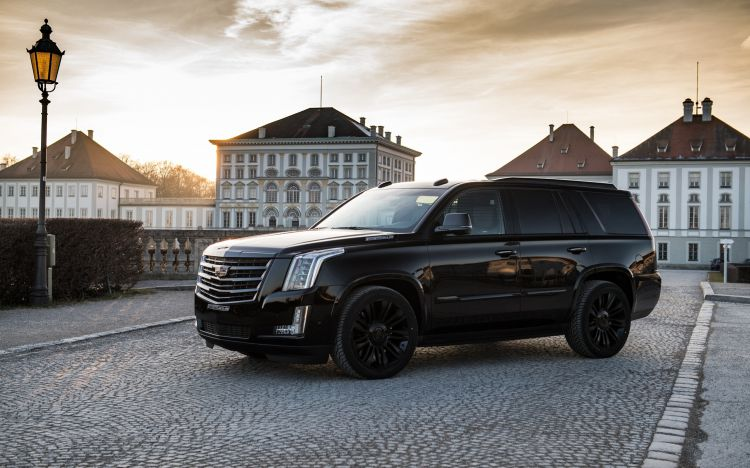 cadillac-escalade-2018-exterior-photoshoot-black-escalade
